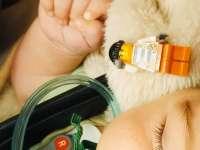 LEGOT nyelt egy csecsemő - mentősök mentették meg - félúton